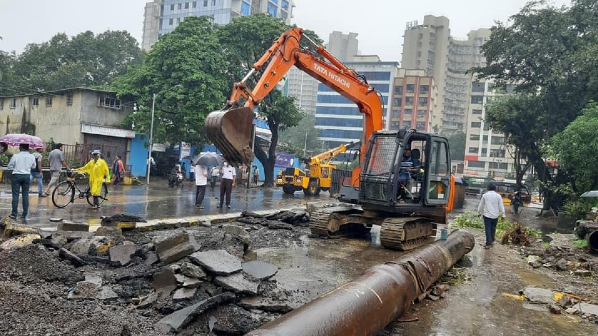 Monsoon 2020: Water pipeline ruptures at Ram Mandir, leaves suburbs parched