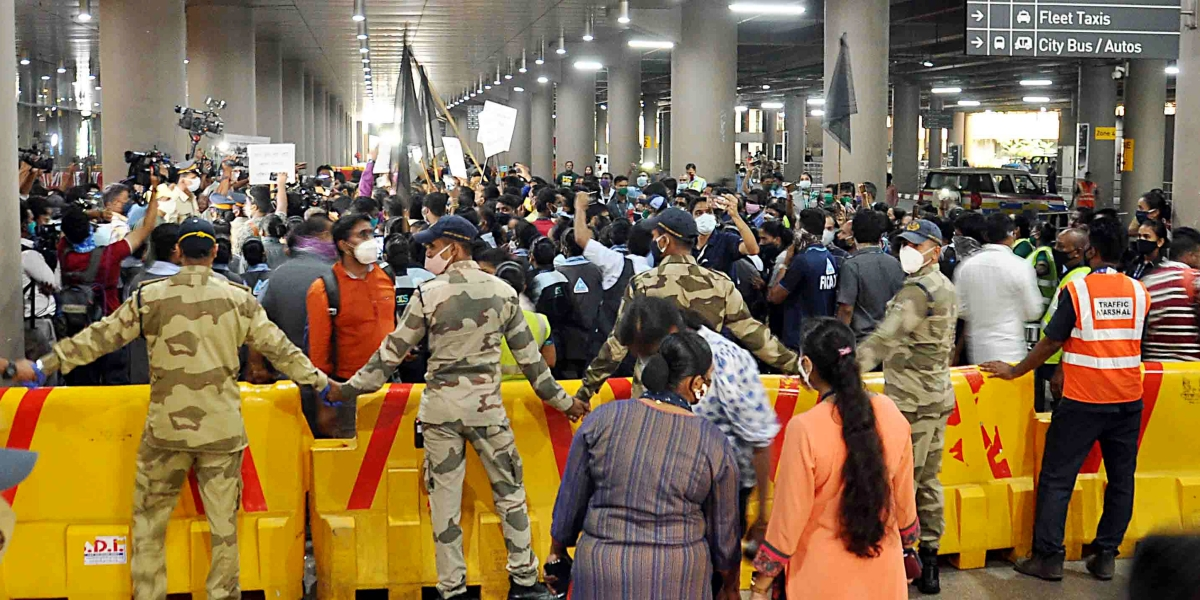 Kangana vs BMC: Protesters at Mumbai airport violate social distancing norms