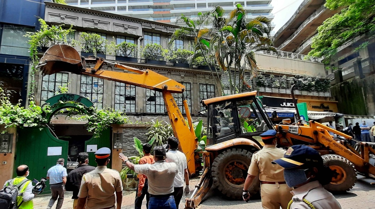 Kangana vs BMC: 15 detained in Khar for protesting demolition drive