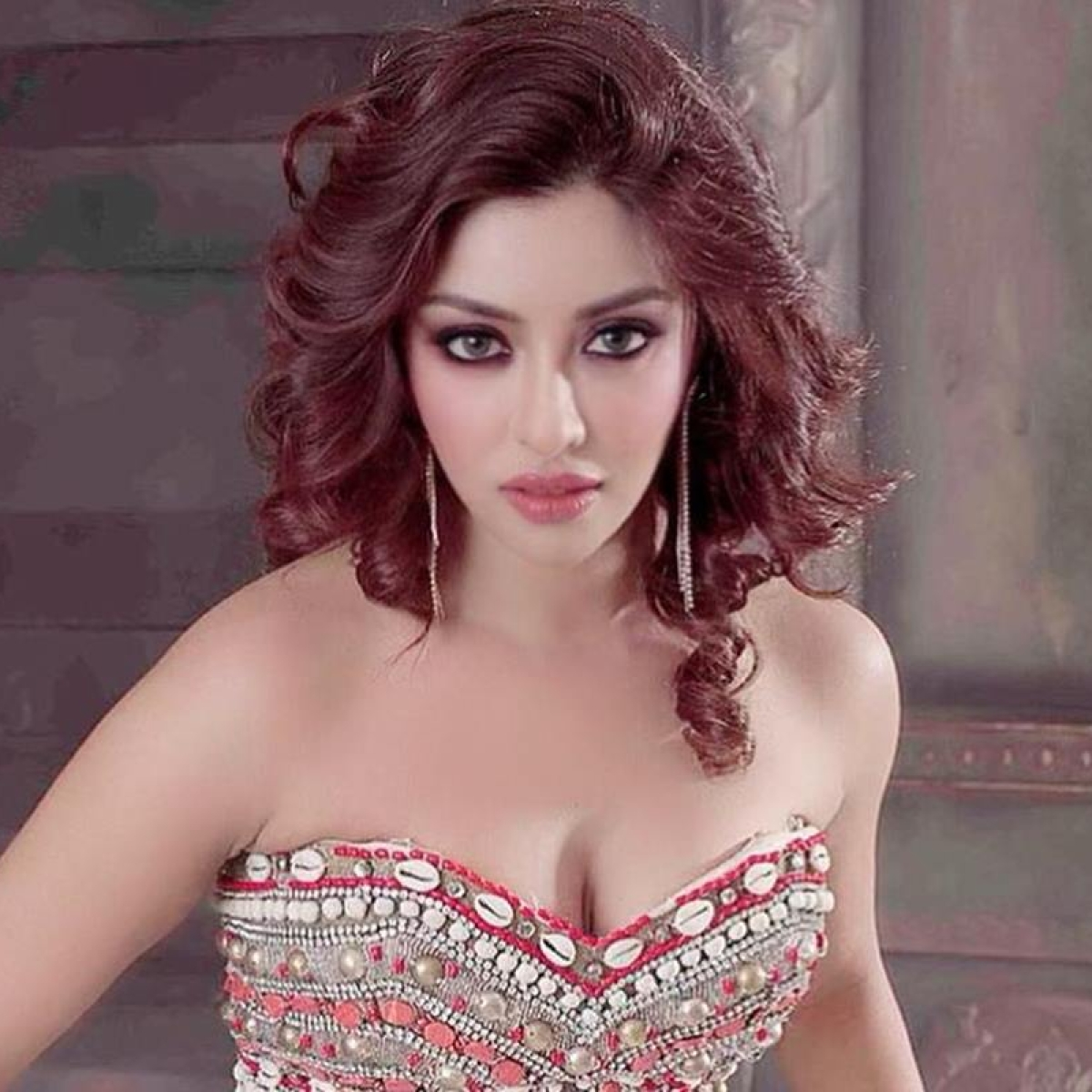 Payal Ghosh pitches in to provide beds, medicine for those suffering from COVID-19