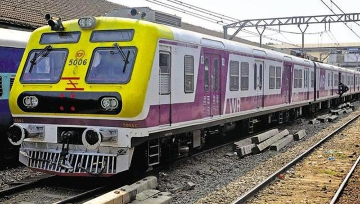 Commuters urge Central Railway to increase frequency of local trains