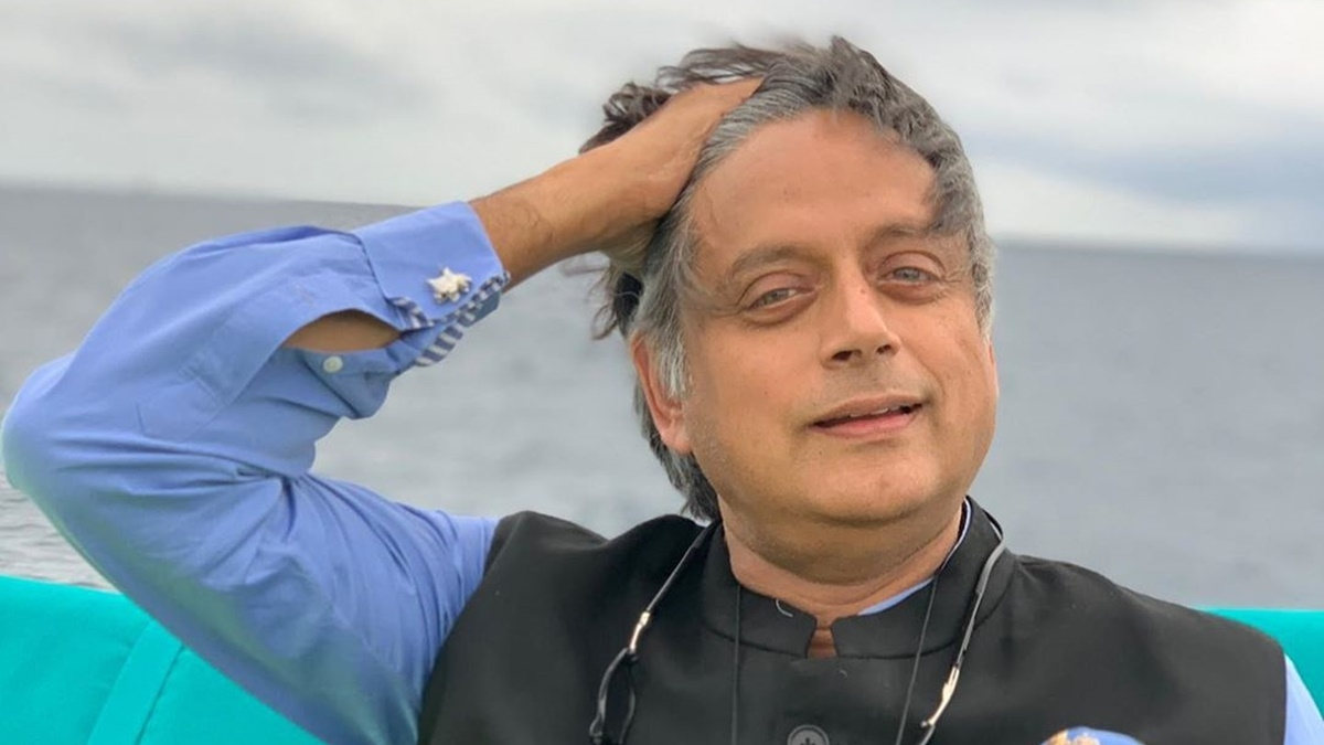 Farrago Alert: Shashi Tharoor just broke Google Translate with his limpid perspicacity tweet praising Chetan Bhagat