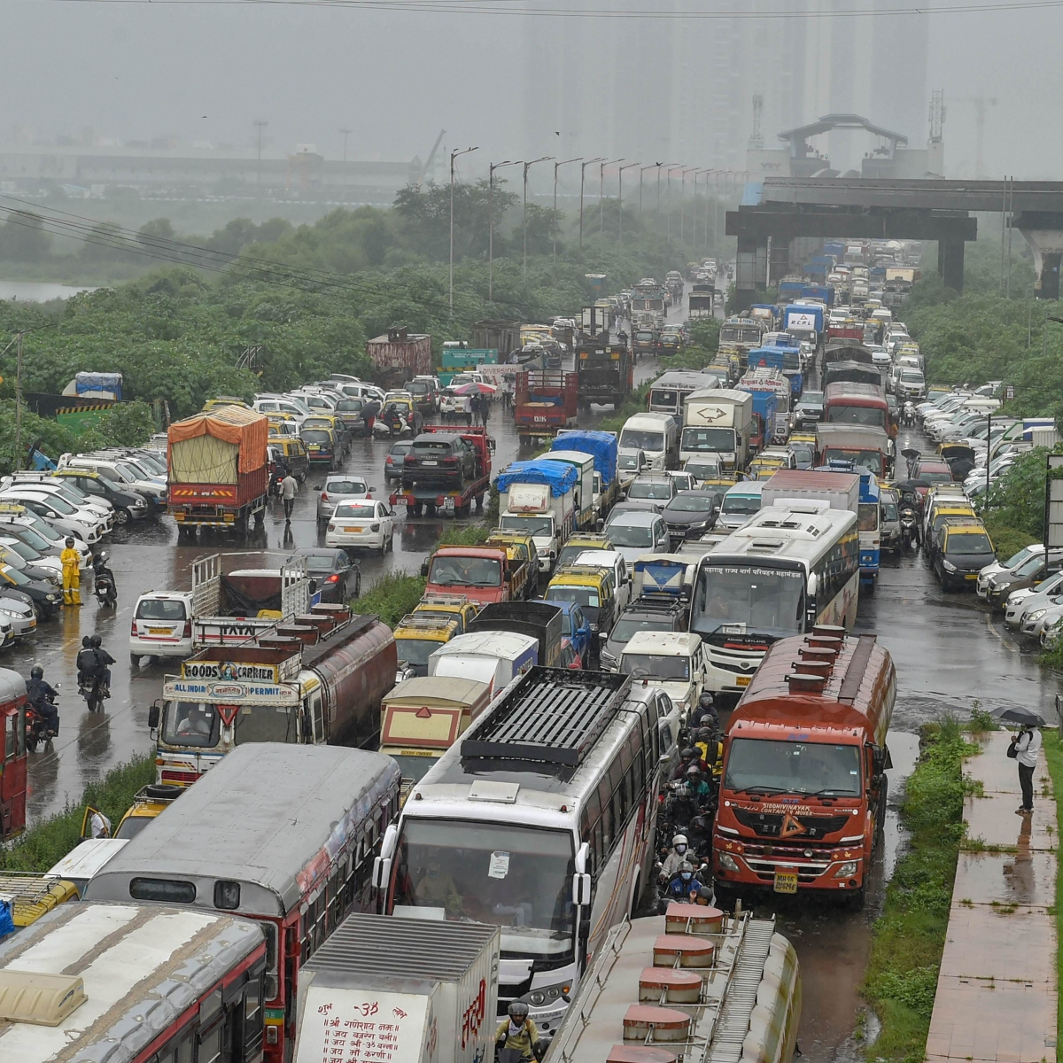 'Took me 3.5 hrs to cover 1km': Twitter user slams authorities for traffic woes amid heavy rains in Mumbai