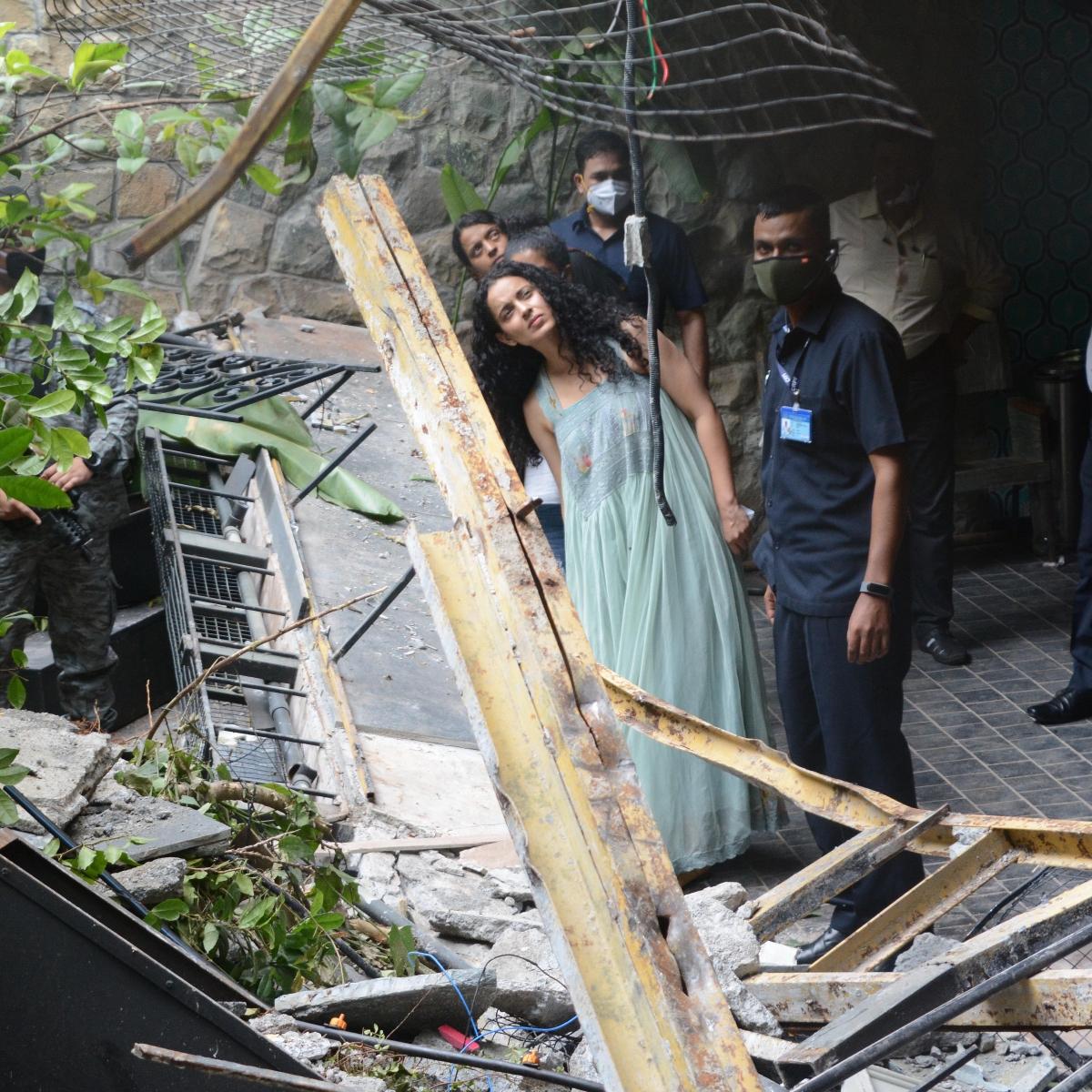'Mafia bimbo comparing me to small-time druggie': Kangana lashes out at Sonam and Rhea
