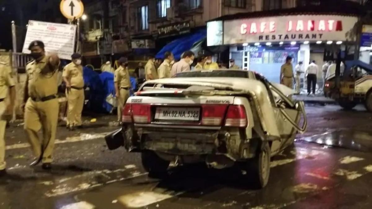 Mumbai: 4 killed, 4 injured as speeding car rams into Crawford Market eatery