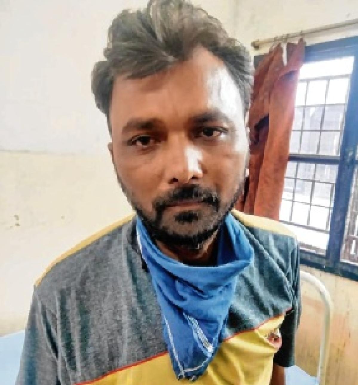 Gujarat cops thrash 3 Dalits, land in soup
