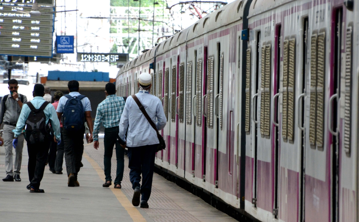 Bombay High court allows advocates to travel on Mumbai Local Trains