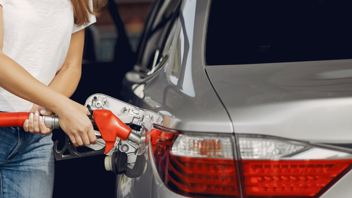 Fuel prices remain unchanged on 14th consecutive day; revisions expected next month