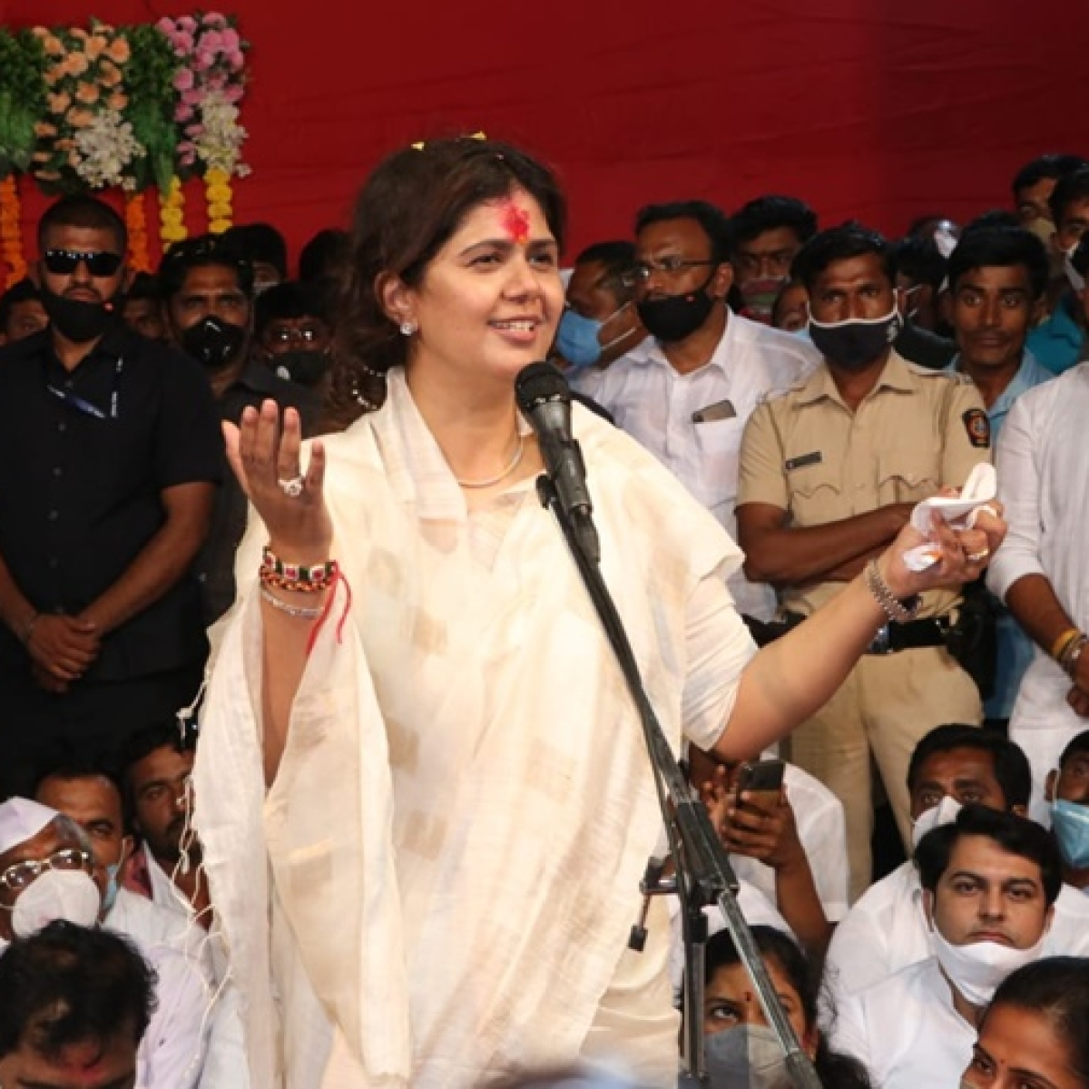 Pankaja Munde lauds Sharad Pawar for handling busy work schedule amid COVID-19 crisis