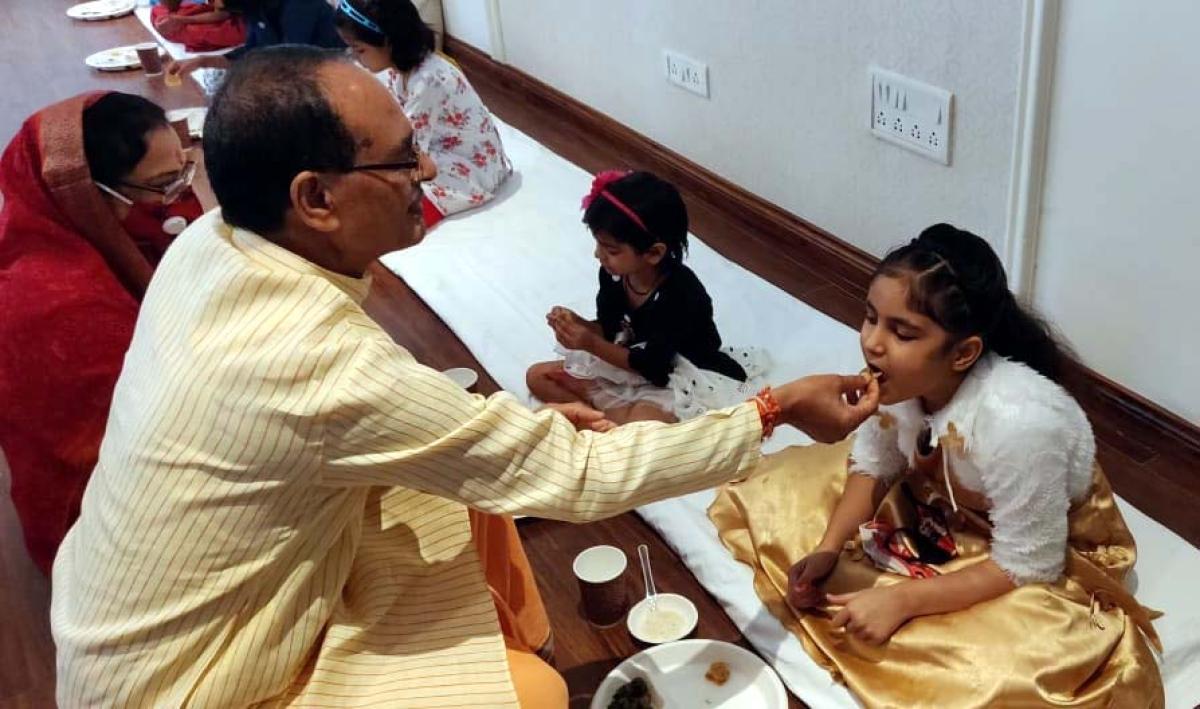 MP CM Shivraj Singh Chouhan performs 'Kanya Pujan', extends Dussehra greetings