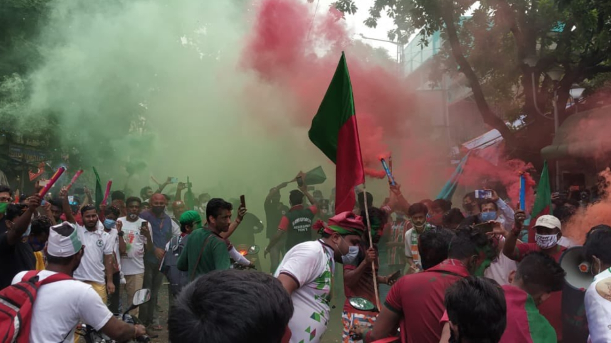 What social distancing? Frenzied Mohun Bagan fans join crazed Pujo shoppers as Kolkata neglects COVID-19