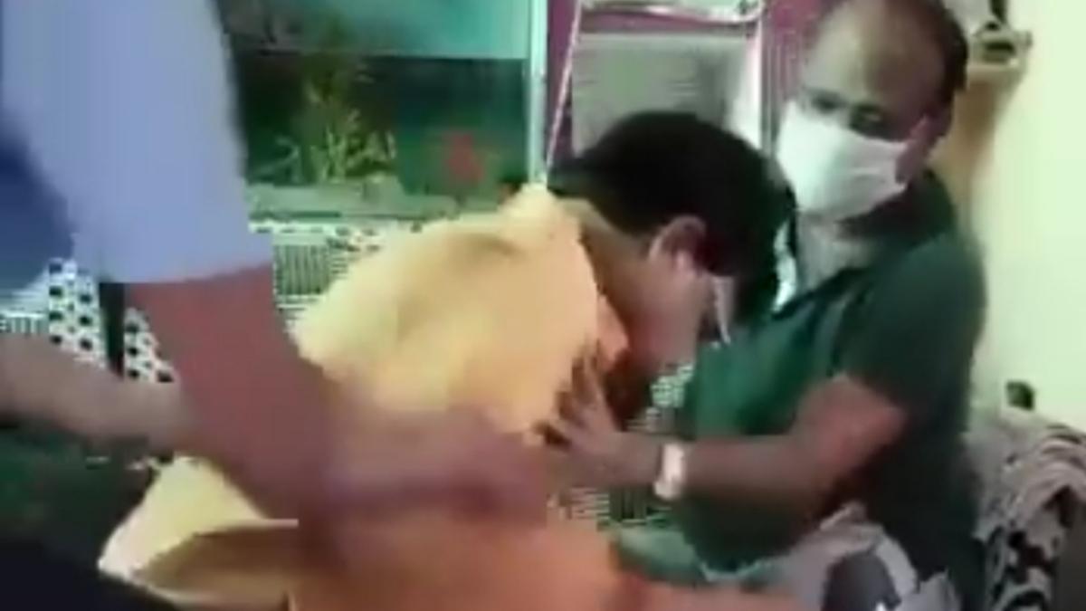 MP Bypolls: BJP candidate Pradhuman Singh Tomar puts his head at feet of Congress man; video goes viral