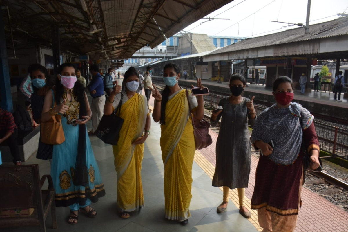 Thane: Long queue of women seen at Dombivli station after Railways permit them to travel