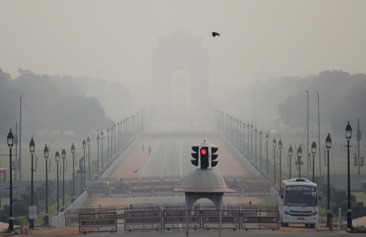 A view of India Gate hiding in smog as the air quality deteriorates in the national capital with rising of pollutants in the atmosphere, in New Delhi on Wednesday.