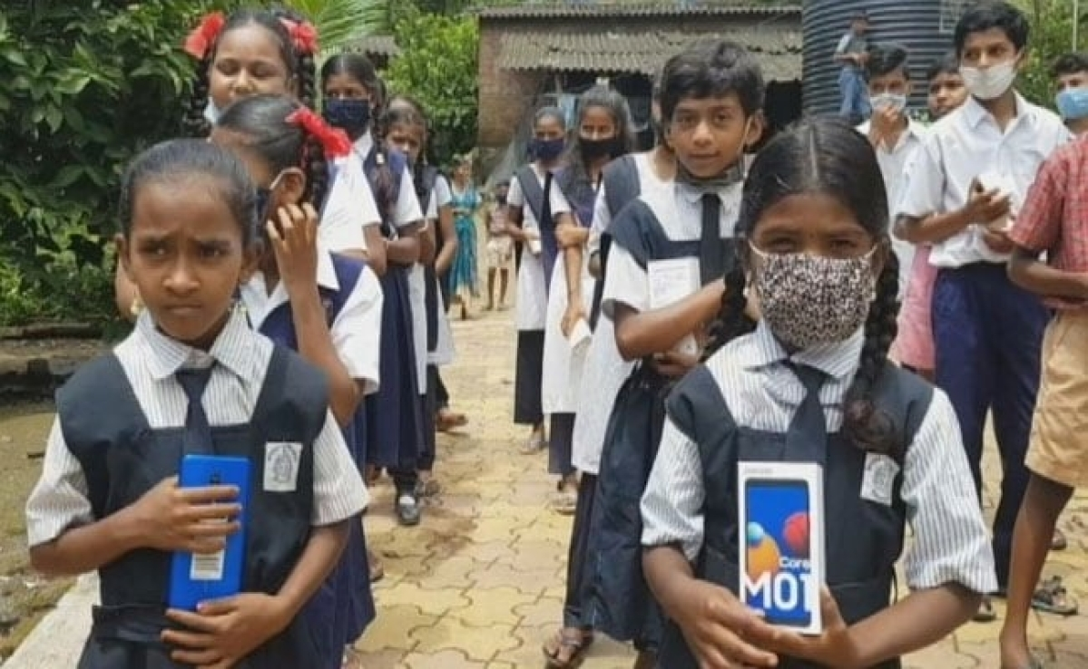 Panel suggests mobiles for BMC school students