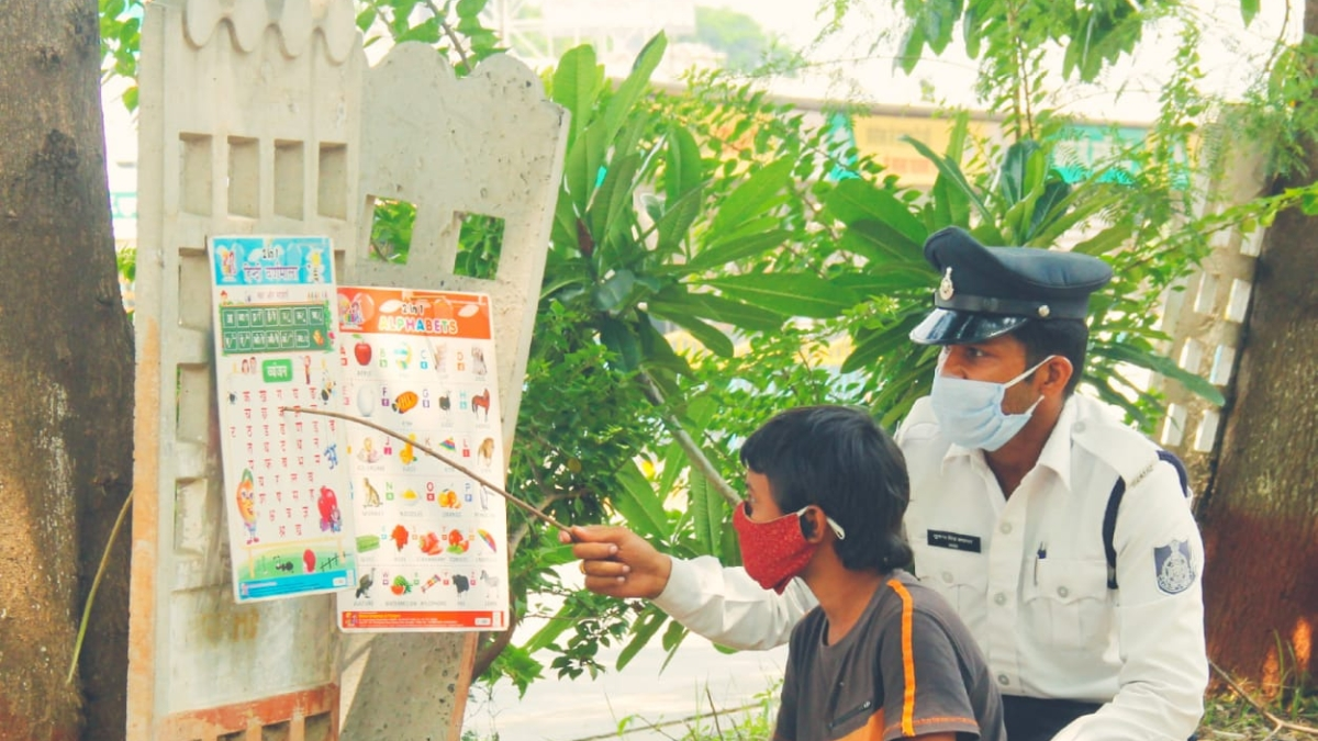 Indore: Cop educating orphan, who wants to be IPS