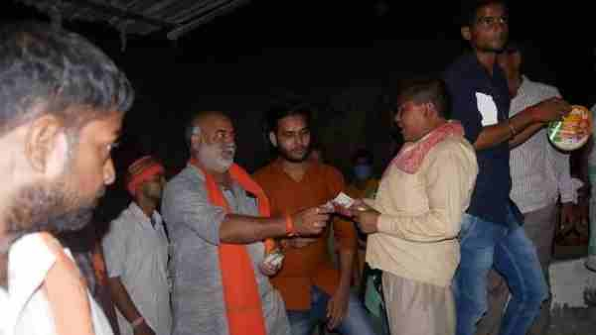 Uttar Pradesh assembly bypolls: BJP candidate from Malhani Manoj Singh allegedly distributes money; picture surfaces