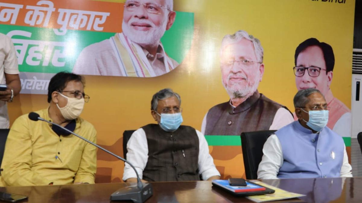 Bihar BJP leader and Deputy CM Sushil Modi (C)