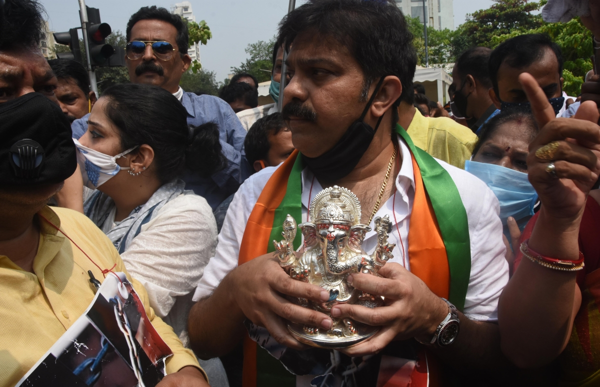 Maharashtra: BJP stages protest demanding temple reopening amid COVID-19; party leaders detained