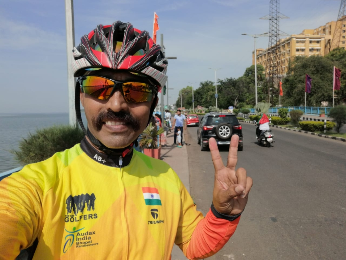 Bhopal: With the 'Gandagi Bharat Chhodo' slogan, AK Tiwari 'Hindustani' begins a nine-day cycle expedition