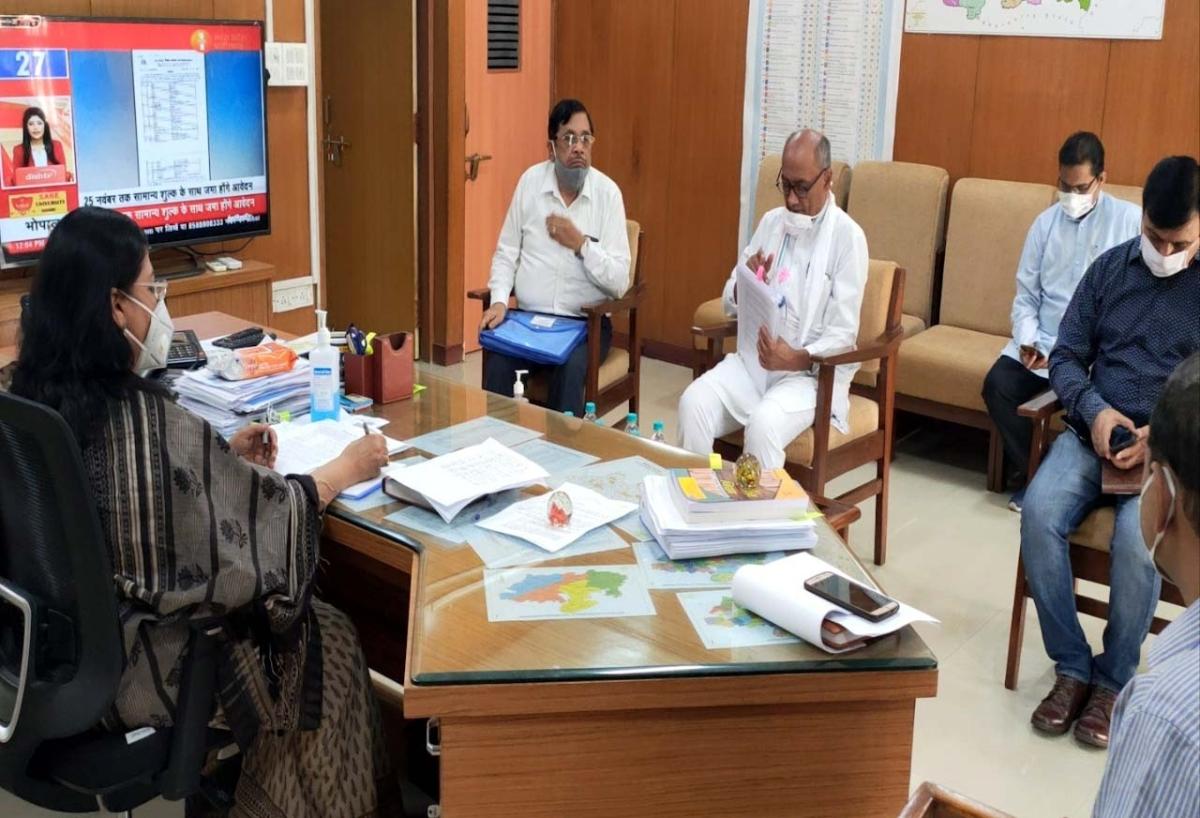 Madhya Pradesh Bypolls: Digvijay Singh meets chief electoral officer, seeks removal of Bhopal ADG