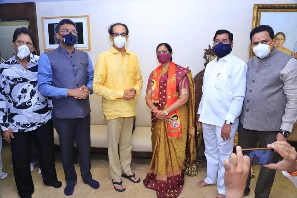 Miffed at being sidelined by BJP, Mira Bhayandar MLA Geeta Jain joins Shiv Sena; CM Thackeray ties shiv bandhan