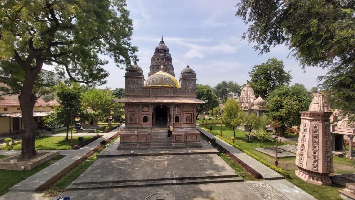 Indore: Stories of Ramayan, Mahabharat engraved in Hari Rao Holkar Chhatri