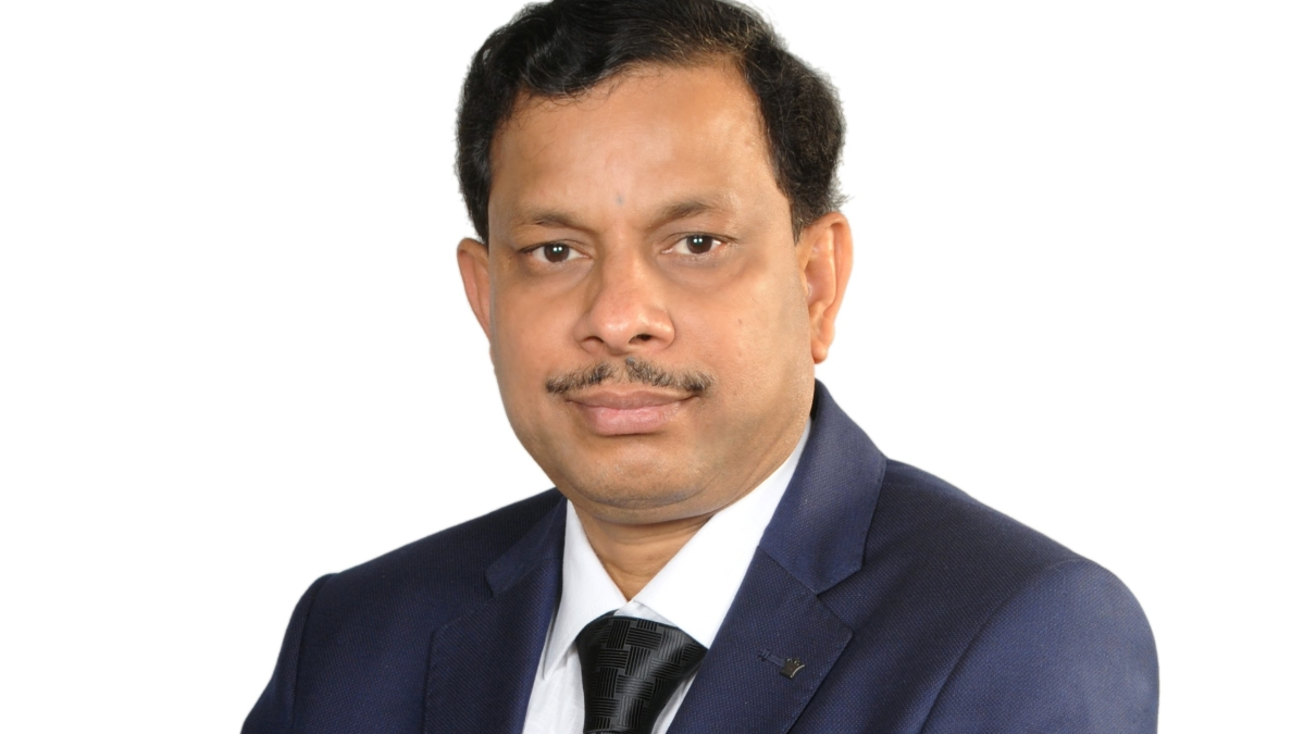Notable Author R K Mohapatra GM, Finance, IRCON, bags Reader's Favorite Book Awards