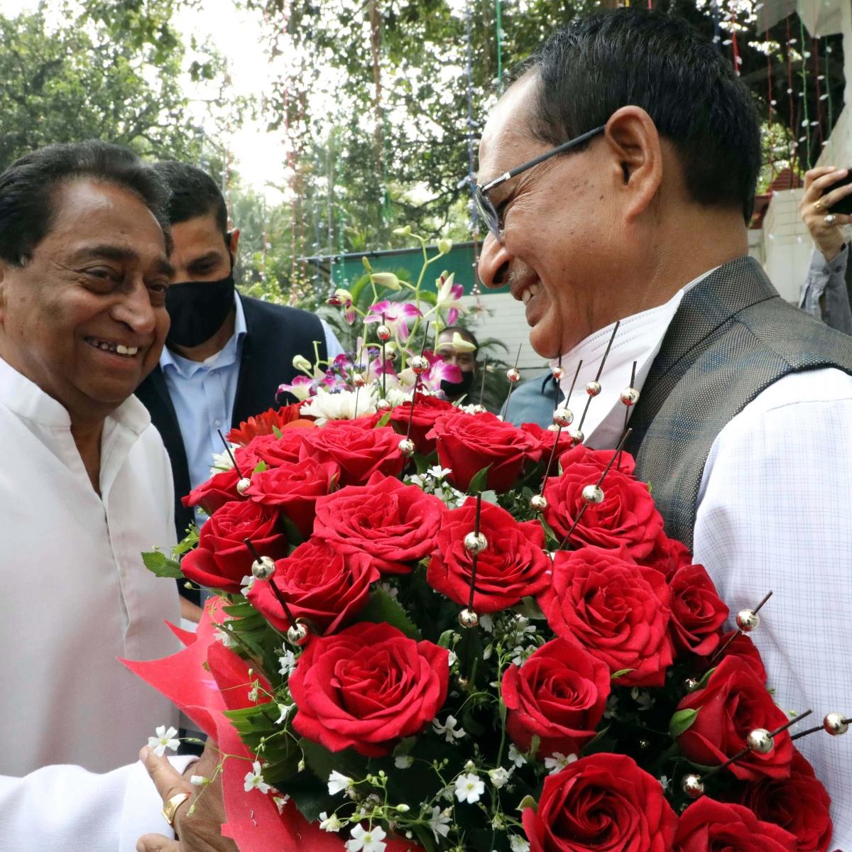 Madhya Pradesh: Kamal Nath meets Shivraj Singh Chouhan to bury political bitterness