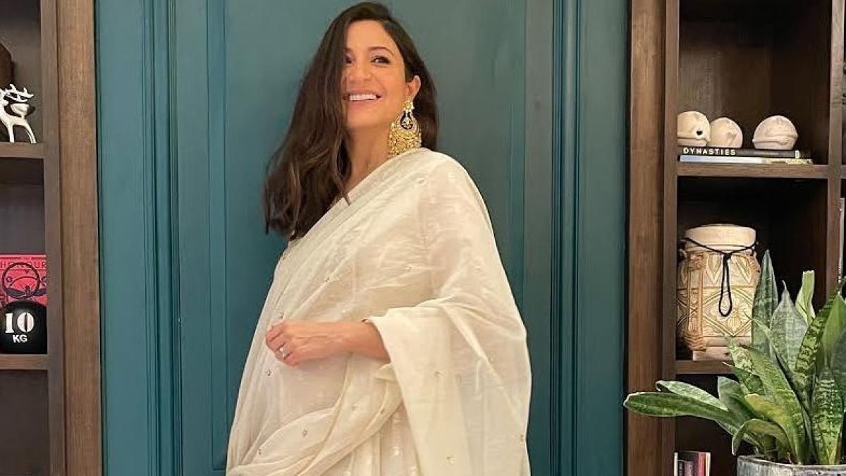 'Ek chukti ki sindoor': YouTube channel slammed for adding vermillion in Anushka Sharma's Diwali picture