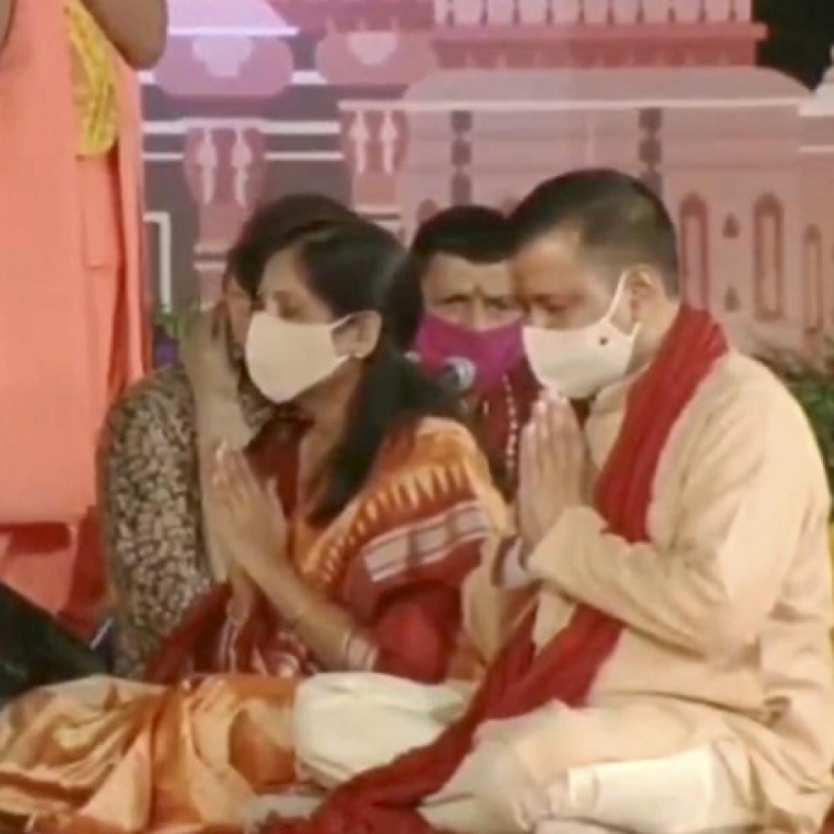 'Wasting taxpayers money': Twitter after Arvind Kejriwal, wife perform Diwali puja at Delhi's Akshardham temple