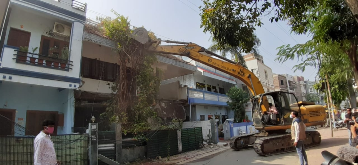 Municipal Corporation demolishes illegal construction at Indore house of rape accused newspaper owner Pyare Miyan