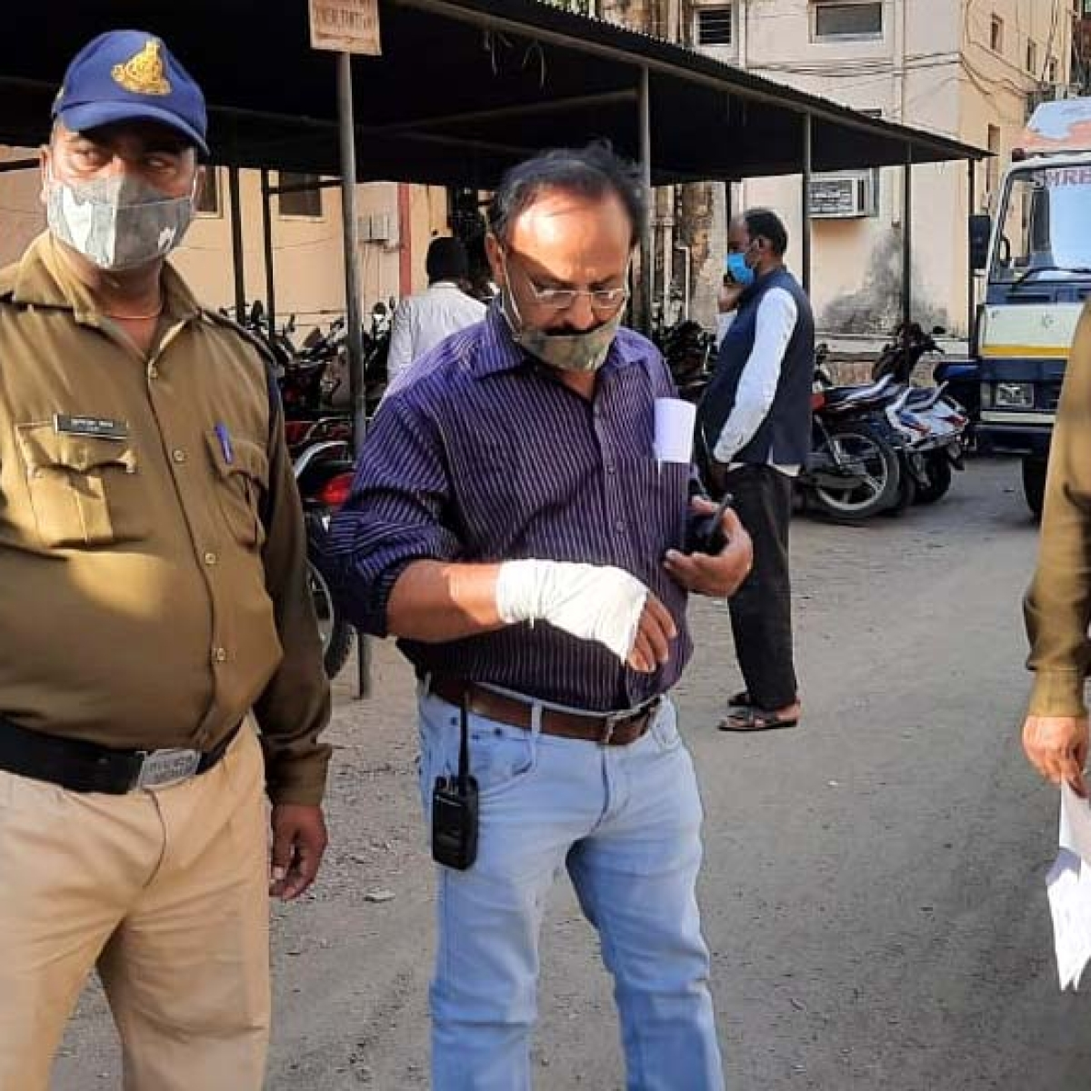 Bhopal: BMC team attacked for removing encroachments, officer injured