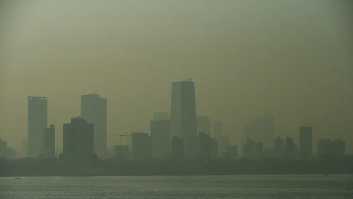 Amid Diwali celebrations, air quality in Mumbai dips to 'moderate' category