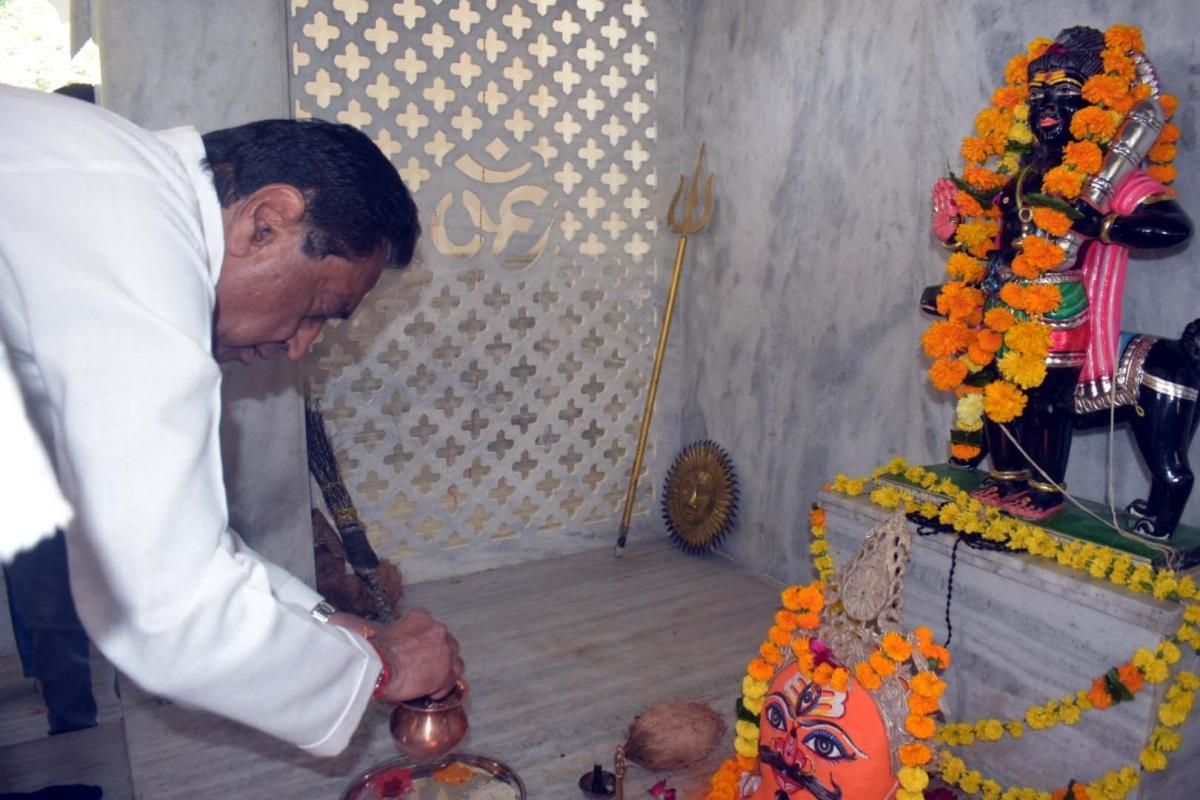 Kamal Nath at Gufa temple in Bhopal.
