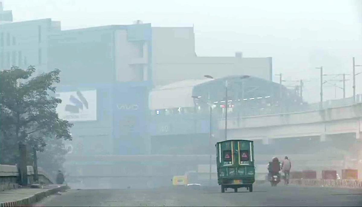 Delhi: North MCD sprinkles water in Sadar Bazaar area to control air pollution