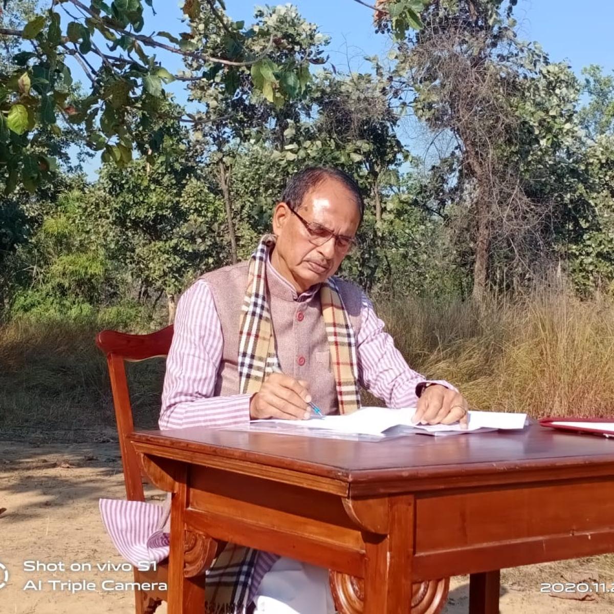 Madhya Pradesh: CM Shivraj Singh Chouhan prepares for work schedule in Bandhavgarh