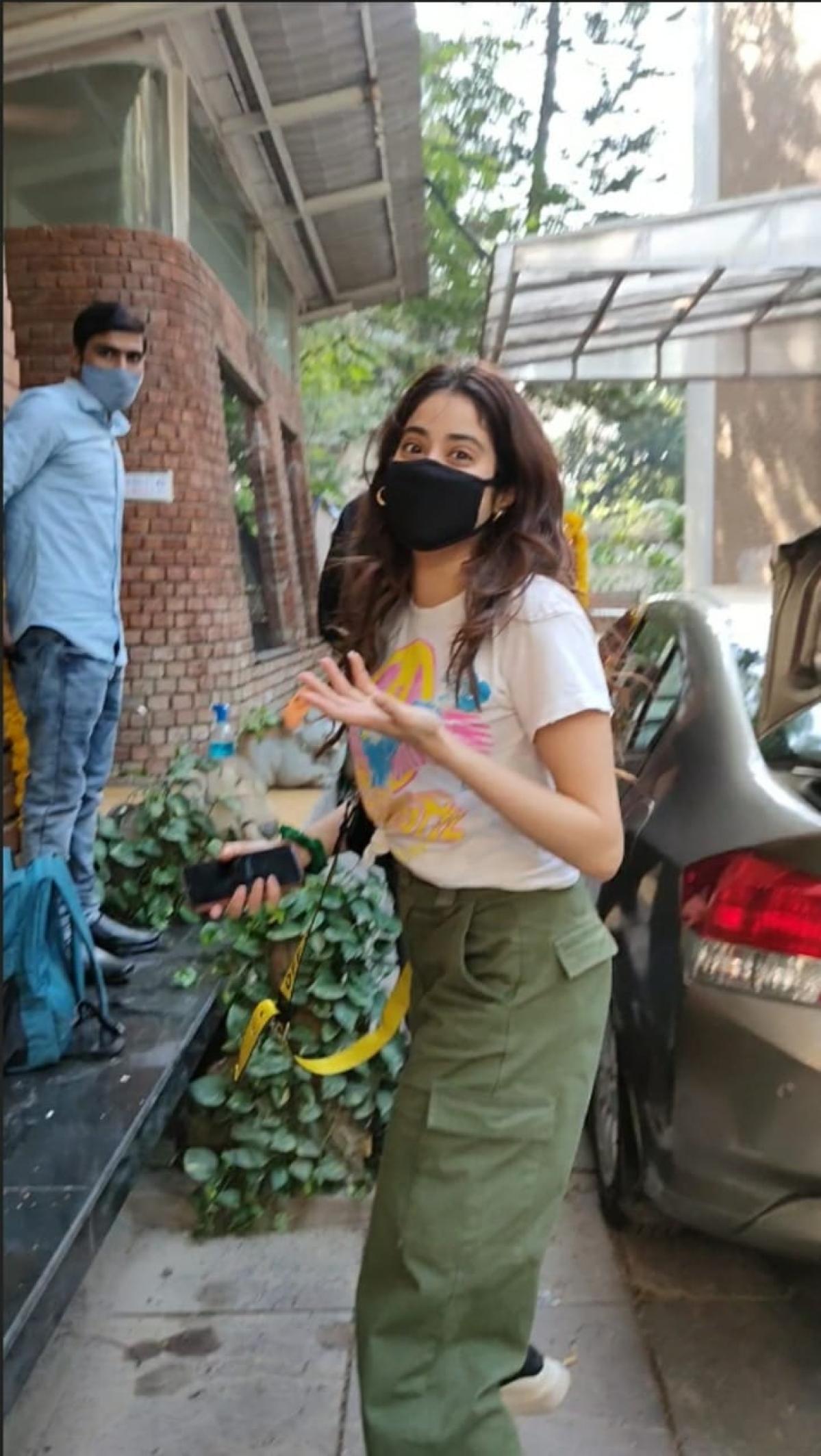 In Pics: Janhvi Kapoor, Ali Fazal, Richa Chaddha, Alaya F and other Bollywood celebs spotted in Mumbai