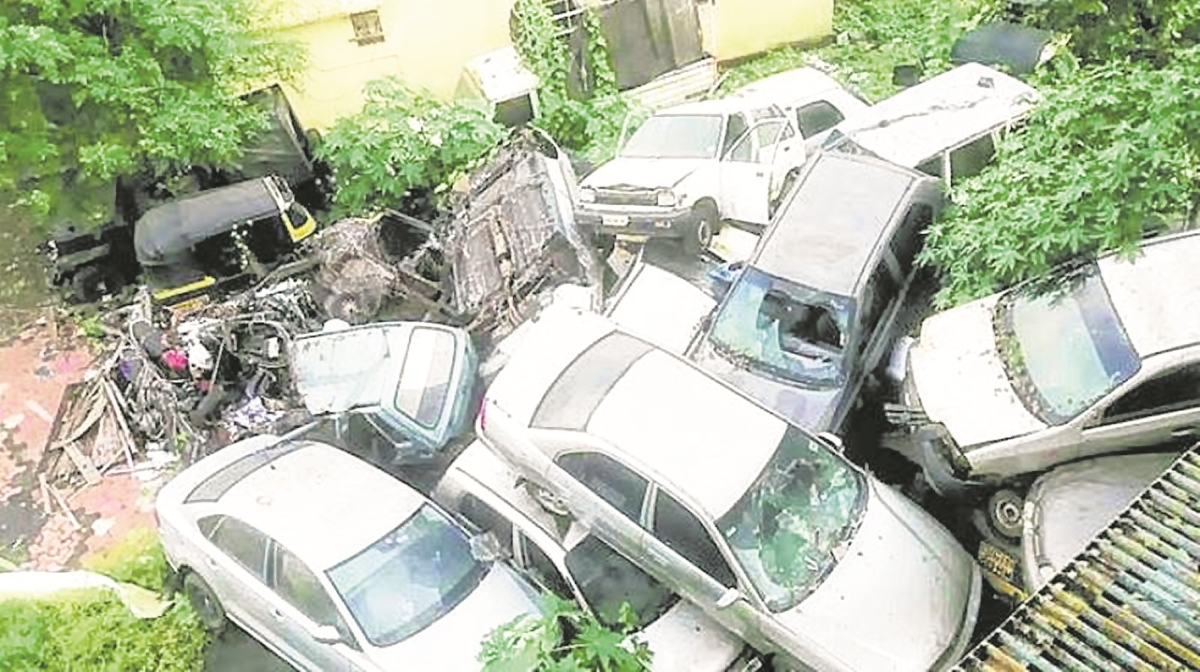 Mumbai Police appeal owners to  collect abandoned vehicles