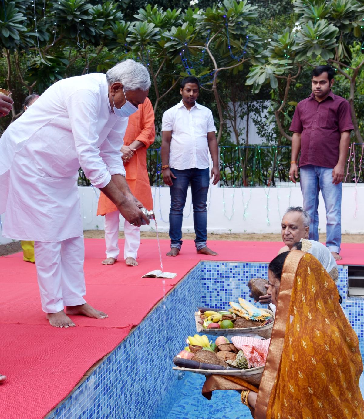 Chhath: Bihar CM Nitish Kumar, his deputy Renu Devi offer prayers to Sun God