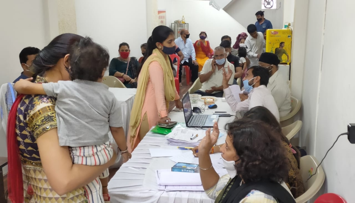 Ayushman 'bhava': Youth, NGOs join hands to provide cards in Indore