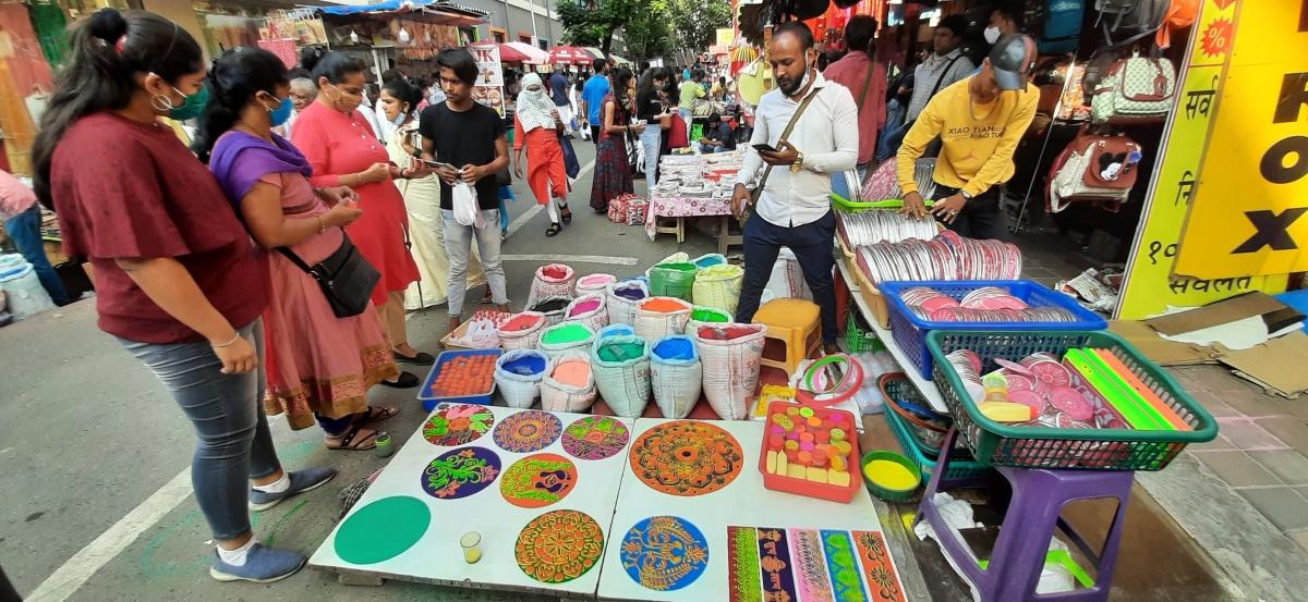 Retail traders thank Mumbaikars for a record sale during Diwali