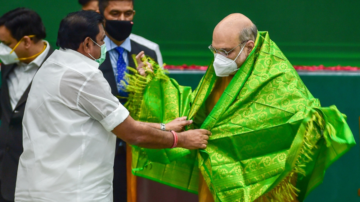 Union Home Minister Amit Shah being greeted by Tamil Nadu Chief Minister K Palaniswami at a programme to declare open the Thervoy Kandigai Reservoir (Chennai's fifth Reservoir) and lay the foundation stone for several infrastructure projects across the state