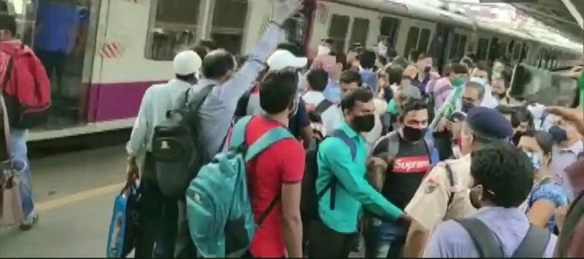 Mumbai: Railway passengers association demands additional local services