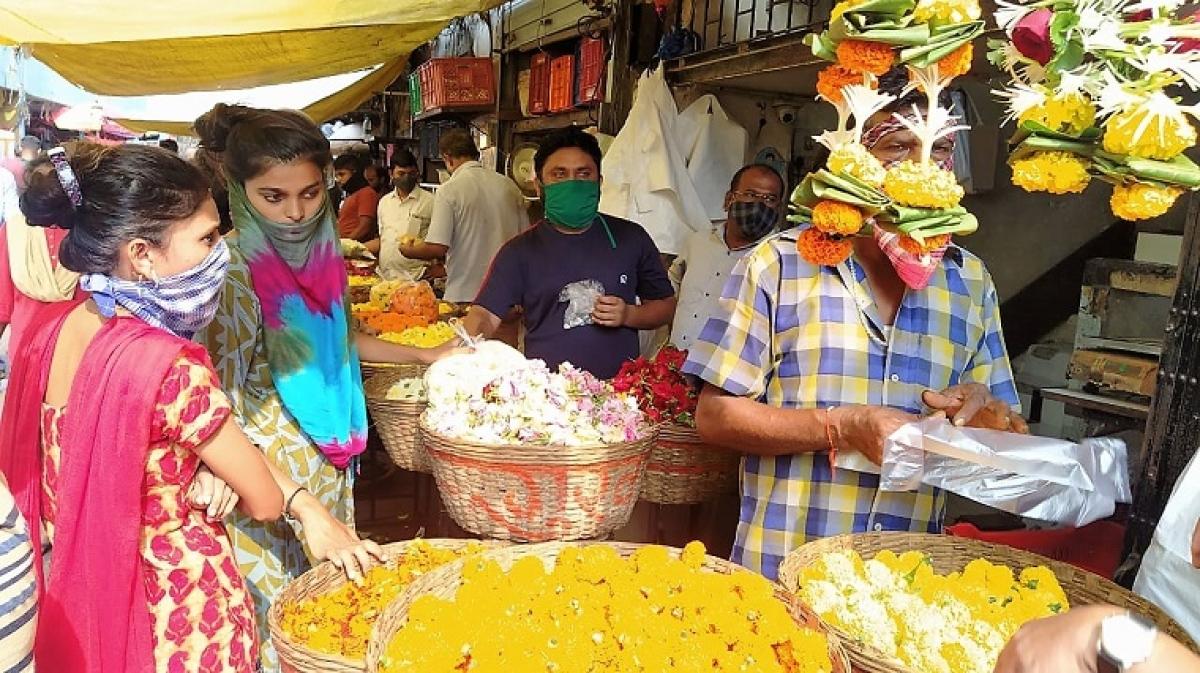 Mumbai: Six flower sellers at Dadar market test positive