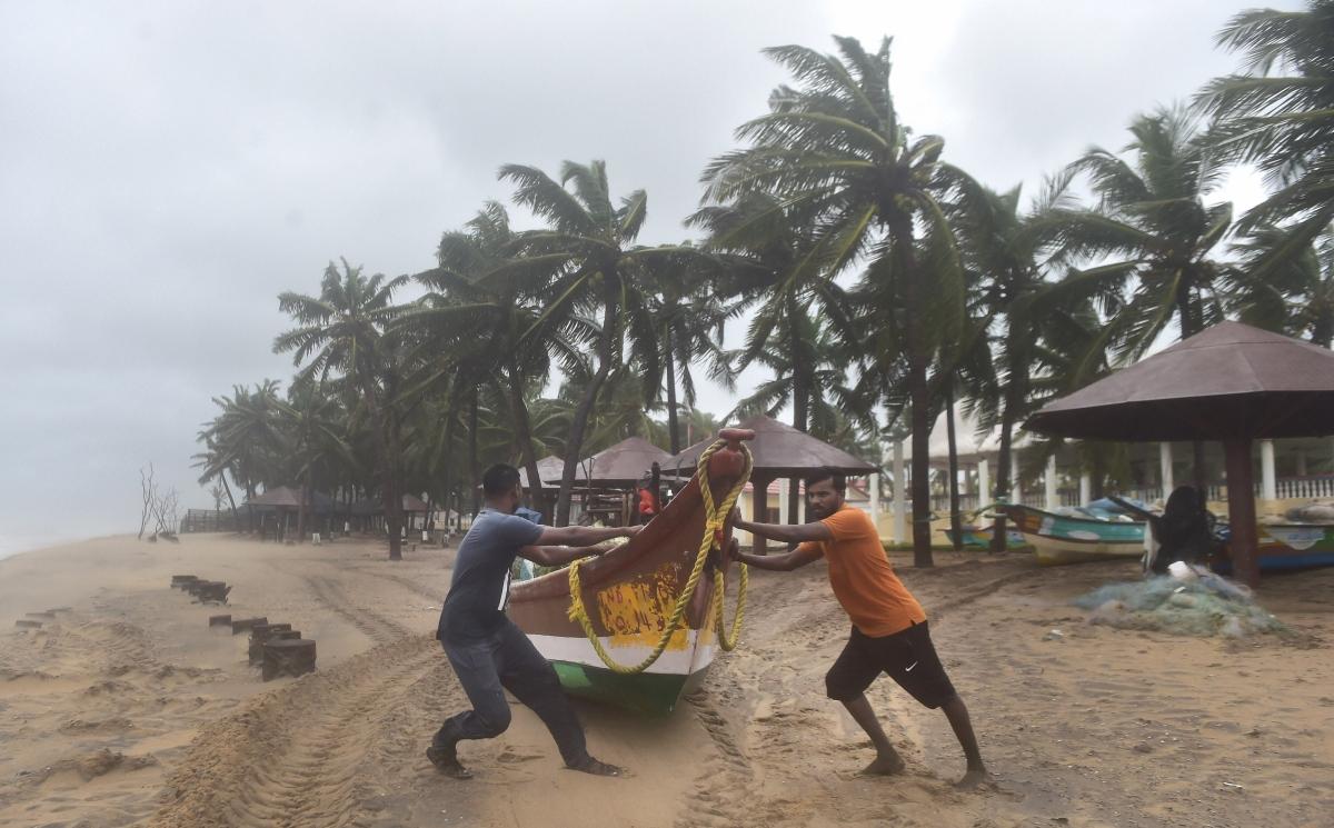 Cyclone Nivar: Puducherry CM V Narayanasamy visits coastal villages; storm likely to intensify into 'very severe'