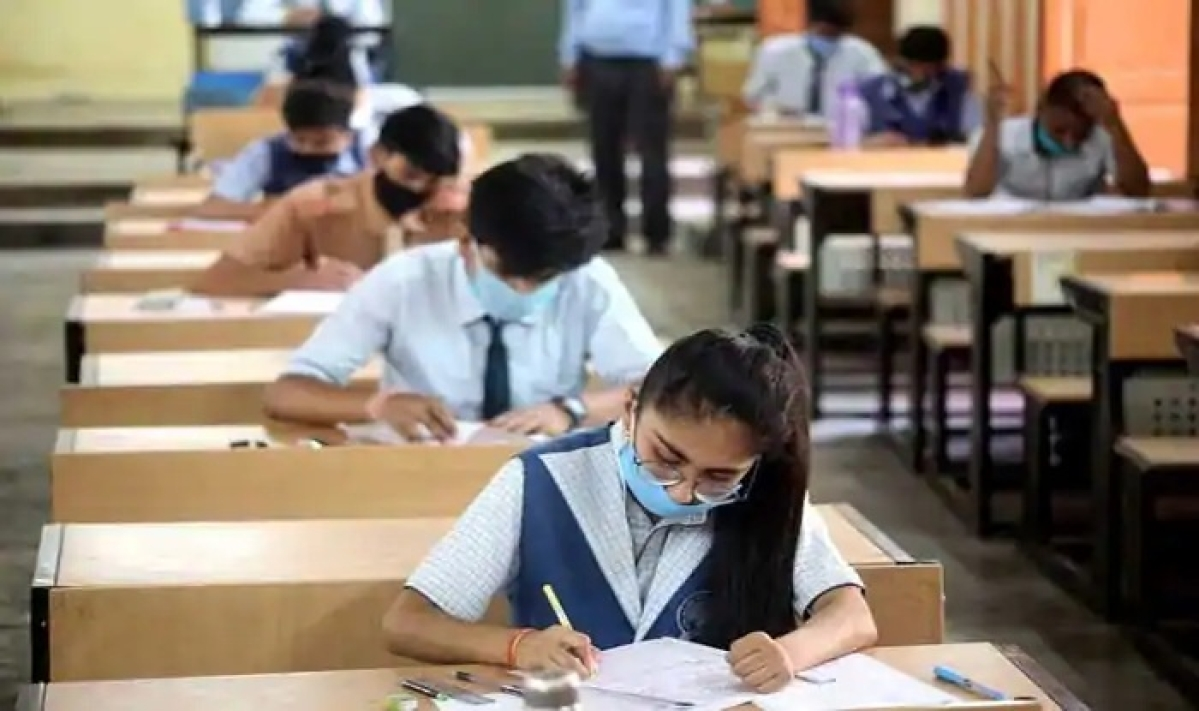 JEE Mains to overlap with CBSE Class 12 board exam paper; students worried