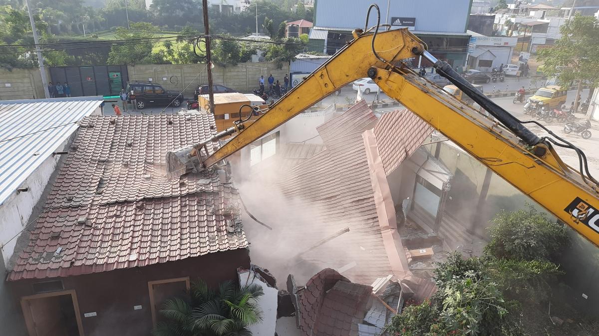 Anti Gunda Drive in Indore: 15 shops, godowns of History-sheeter Sheikh Mukhtaiyar razed