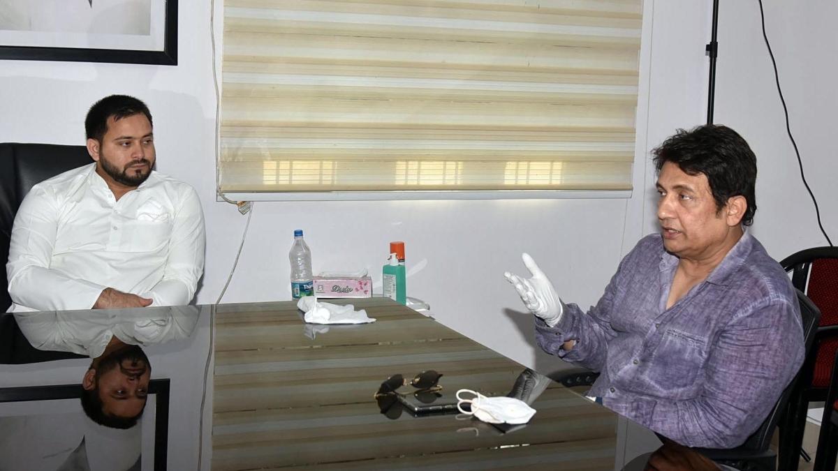 Shekhar Suman meets RJD leader Tejashwi Yadav at his residence, in Patna