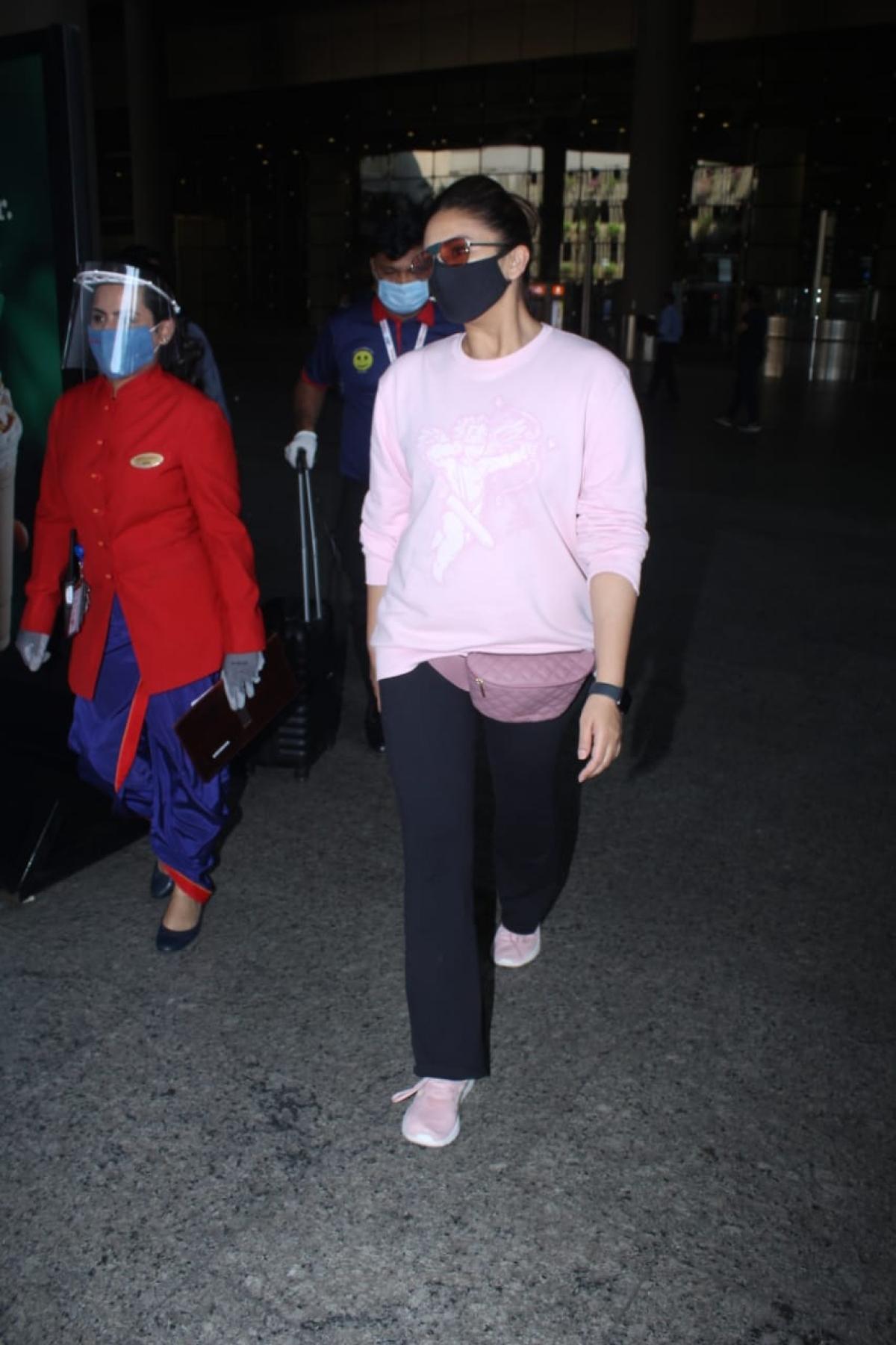 Huma Qureshi at the airport